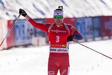 Emil Hegle Svendsen inn til seier på jaktstarten i Pokljuka 2014. Foto: Manzoni/NordicFocus.