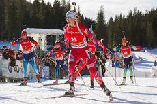 Fanny Welle-Strand Horn ute på fellesstarten under verdenscupen i Pokljuka 2014. Foto: Manzoni/NordicFocus.