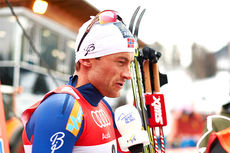 Petter Northug blir intervjuet etter å ha vunnet den 15 km lange jaktstarten på 2. etappe i Oberstdorf under Tour de Ski 2015, han overtok samtidig ledelsen. Foto: Felgenhauer/NordicFocus.