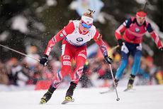 Johannes Thingnes Bø ute på fellesstarten under verdenscupen i Ruhpolding 2015. Foto: Manzoni/Langrenn.com.