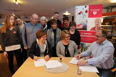 Demensforeningen partnerskapsavtale erna + siv anita + mange flere underskriving_460x307.jpg