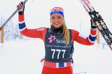 Marte Mæhlum Johansen jubler for seier på 5 kilometer klassisk i klassen kvinner 17 år under Norgescup junior Nybygda på Natrudstilen i Sjusjøen i januar 2014. Foto: Erik Borg.