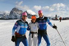 Fredrik W. Baumann og Øysten Røe fra Nordic Ski Team på hver sin side av Helle Aanesen fra Aktiv mot kreft. Bildet er tatt 23. januar i Seiser Alm foran Marcialonga 2015. Foto: Nordic Ski Team.