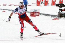 Silje Øyre Slind går i snødrevet inn til sjuende beste tid i prologen for verdenscupsprinten i Rybinsk 2015. Foto: Andrey Kashcha.