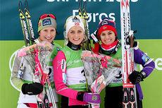 Seierspallen på 10 km fristil under NM på Røros 2015. Fra venstre Marit Bjørgen (2. plass), Therese Johaug (1) og Heidi Weng (3). Foto: Geir Nilsen/Langrenn.com.