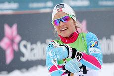 Therese Johaug har her akkurat sikret et suverent NM-gull på 10 km fri teknikk under mesterskapet 2015 på Røros. Foto: Geir Nilsen/Langrenn.com.