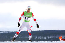 Hans Christer Holund på god vei mot 2. plass på 15 km fri under Ski-NM på Røros 2015. Foto: Geir Nilsen/Langrenn.com.