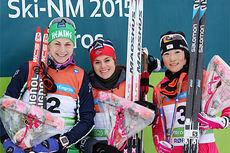 Seierspallen på 15 km skiatlon under NM på Røros 2015. Fra venstre Astrid Uhrenhold Jacobsen (2. plass), Heidi Weng (1) og Masako Ishida (3). Foto: Geir Nilsen/Langrenn.com.