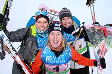 Oppdal ILs gulljenter og søskentrio fra NM-stafetten 2015 på Røros. Fra venstre: Kari, Astrid og Silje Øyre Slind. Foto: Geir Nilsen/Langrenn.com.