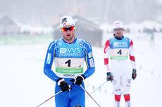Petter Northug sikret stafettseieren under NM 2015 på Røros til Strindheim ILs fordel, like foran Hans Christer Holund og Lyn Ski. Foto: Geir Nilsen/Langrenn.com.
