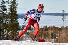 Hans Christer Holund på vei mot fjerdeplass på 15 kilometer fri under verdenscupen i Östersund 2015. Foto: Felgenhauer/NordicFocus.