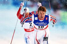 Petter Northug spurter i mål til seier på VM-sprinten 2015 i Falun. Like bak følger Ola Vigen Hattestad inn til bronseplass. Foto: NordicFocus.