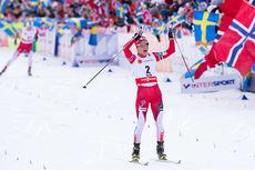 Therese Johaug inn til seier på 15 km skiathlon i Falun-VM 2015. Bak i bildet følger Astrid Uhrenholdt Jacobsen inn til sølvplass. Foto: NordicFocus.