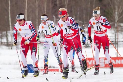 Damenes skiathlon i Falun-VM 2015. Fra venstre Marit Bjørgen, Charlotte Kalla, Therese Johaug og Astrid Uhrenholdt Jacobsen. I mål ble det nr. 6, 3, 1 og 2. Foto: NordicFocus.