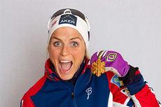 Therese Johaug med det skinnende beviset om at hun tok VM-gullet 2015 på skiathlonøvelsen i Falun. Foto: NordicFocus.