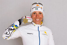 Charlotte Kalla med bronsemedaljen fra skiathlon under Falun-VM 2015. Foto: NordicFocus.