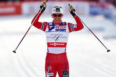 Marit Bjørgen går inn til sølv på den klassiske 30-kilometeren under VM i Falun 2015. Foto: NordicFocus.