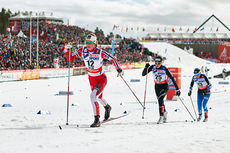 Ingvild Flugstad Østberg drar her på Nathalie Von Siebenthal og Riitta-Liisa Roponen i tremila under VM i Falun 2015. Ingvild ble nummer 10 i rennet. Foto: NordicFocus.