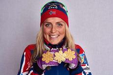 Therese Johaug med de tre gullmedaljene fra VM i Falun 2015. Foto: NordicFocus.