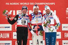Seierspallen etter 5-mila under VM i Falun 2015. Fra venstre: Lukas Bauer (2.-plass), Petter Northug (1) og Johan Olsson (3). Foto: NordicFocus.