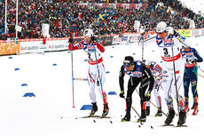 Martin Johnsrud Sundby (t.v.) i front av feltet, sammen med Dario Cologna (midten) og Calle Halfvarsson på femmila under VM i Falun 2015. Han endte på 11.-plass. Foto: NordicFocus.