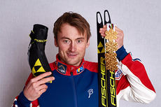 Petter Northug med sine 4 gullmedaljer og ski og sko fra Falun-VM 2015. Foto: NordicFocus.