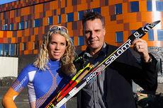 Sandra Hansson sammen med Ola Serneke, eier av firmaet SERNEKE som står bak den nye multisportarenaen Göteborgs Nya Arena. Foto:  Sebastian Thomsen.