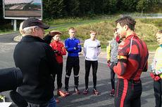 To store skiskytterlegender Eirik Kvalfoss og Ole Einar Bjørndalen i samtale med unge skiskyttere i Holmenkollen. Foto: Jon Haugan.