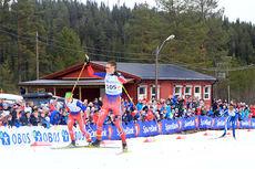 Johannes Høsflot Klæbo spurtvinner for Sør-Trøndelag i juniorenes NM-stafett 2015. Ved hans side er Herman Martens Meyer og bak i bildet følger Even Northug. Foto: Erik Borg.
