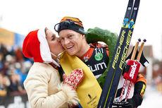 Petter Eliassen får seierskysset av kranskullan etter at han vant Vasaloppet 2015. Foto: Felgenhauer/NordicFocus.