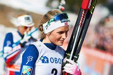 Therese Johaug var offensiv, men måtte allikevel akseptere at Marit Bjørgen tok seieren på 30 km fellesstart i fristil under verdenscupfinalen i Oslo 2015. Foto: Felgehauer/NordicFocus.