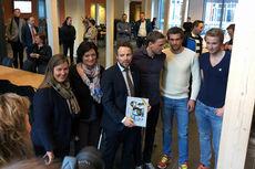 Kunnskapsminister Torbjørn Røe Isaksen med Niklas Dyrhaug, Tomas Northug og Even Northug. Foto: Hallgeir Martin Lundemo.