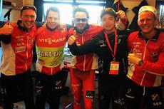 En fornøyd Lyn Ski-gjeng etter verdenscupen i Holmenkollen 2015. Nå går ferden videre til Birkebeinerrennet. Fra venstre: Hans Kristian Stadheim, Eirik Myhr Nossum, Hans Christer Holund, Jo Alexander Lænn og Jostein Moe.