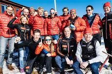 Team Santander etter finalen i Swix Ski Classics 2014/2015, Årefjällsloppet, da det var klart at de hadde vunnet lagkonkurransen. Foto: Magnust Östh/Swix Ski Classics.