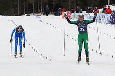 Martine Engebretsen vinner spurten mot Mathilde Myhrvold og jubler for seier i Norgescupfinalen 2014/2015 for kvinner 17 år. Foto: Erik Borg.