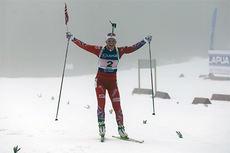 Kaia Wøien Nicolaisen inn til NM-gull for Oslo og Akershus på kvinnestafetten under NM i Sirdal. 1. og 2. etappe ble gått av henholdsvis Rikke Hald Andersen og Sofie Rostad. Foto: Simen Haughom.