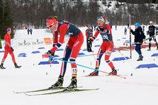 Sofie Nordsveen Hustad sklir først over målstreken i eldste juniorklasses Norgescupfinale i Harstad, tett fulgt av Ingrid Mathisen. Foto: Erik Borg.