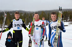 Herrenes seierspall i Grovamila 2015. Fra venstre: Ole-Marius Bach (2. plass), Niklas Dyrhaug (1) og Even Northug (3). Foto: Knut Bakken.