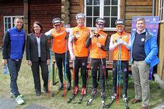 Fra venstre: Vidar Løfshus, Anne Margrethe Bøe (Statens Vegvesen), Pål Golberg, Anders Gløersen, Simen Sveen, Sjur Røthe og Ivar Ringen (Trygg Trafikk). Foto: Norges Skiforbund.
