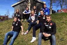 Stallen til Team Veidekke Trøndelag for sesongen 2015/2016. Kari og Silje Øyre Slind mangler på bildet. Foto: Team Veidekke Trøndelag.