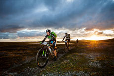 Linda Treseng og Geir Lien på vidda under Offroad Finnmark 300 i 2014. De vant mix-klassen. Foto: Steinar Vik.