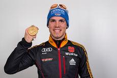 Simon Schempp med medaljefangsten fra VM i Kontiolahti 2015. Foto: NordicFocus.