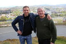 Benn Eidissen (t.h.) og hans Eidissen Consult har inngått sponsoravtale med Niklas Dyrhaug. Foto: Privat.