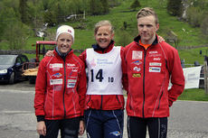 Karoline Simpson-Larsen (t.v.) og Hans-Inge Klette (t.h.) vant Solfjelløpet 2015. Arrangørfoto.
