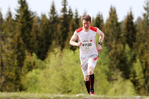 Petter Soleng Skinstad på vei mot suveren seier i en tidligere utgave av den 12 km lange HalvBirken Løp. Foto: Geir Olsen/Birken.