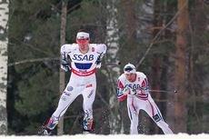 Fra siste etappe i VM-stafetten med Calle Halfvarsson foran Petter Northug. I mål var plasseringene reversert da Northug sikret Norge VM-gull. Foto: NordicFocus.