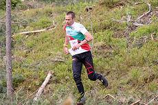 Hans Gunnar Omdal underveis i et VM-uttaksløp over langdistanse i Hønefoss og Ringerike. Foto: Geir Nilsen/Langrenn.com.