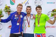Ute til venstre Ragnar Bragvin Andresen som kapret 2. plass under verdenscupsprinten på rulleski i Latvia 2015. Foto: Flavio Becchis / Skirollisti.org.