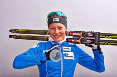 Anne Kyllönen med sølvmedaljen fra damenes stafett under OL i Sotsji 2014. Foto: NordicFocus.