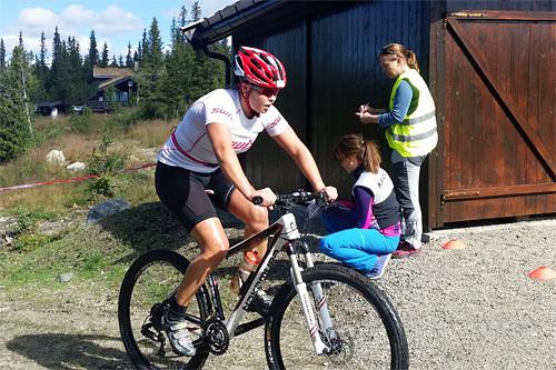 Pia Sofie Måbø ute på triathlon, Tour de Synnfjells siste øvelse, forrige sommer. Arrangørfoto.
